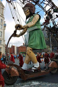 La petite géante du Royal de Luxe, création de Jean-Luc Courcoul François de la…