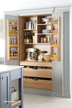 Kitchen Pantry Design, Kitchen Pantry Cabinets, Kitchen Redo, Home Decor Kitchen, Kitchen Interior, Kitchen Storage, Kitchen Ideas, Kitchen Pantry Furniture, Kitchen Drawers