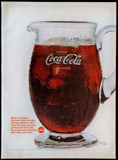 Coke Ad, Coca Cola Ad, Always Coca Cola, World Of Coca Cola, Coca Cola Bottles, Vintage Coca Cola, Clock Vintage, Coca Cola Decor, 1950s