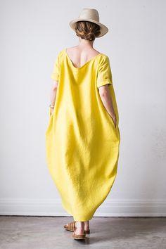 Vestido de lino en forma de capullo..