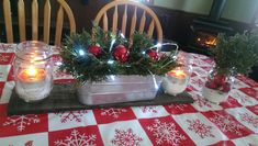 Simple country Christmas table decorations! #nanasupcycles, #countryChristmas,#easytabledecorations