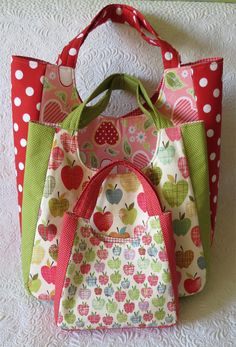 summer tote bag--love the design! Keep checking back for her pattern/tutorial. Three sizes, zippered pockets inside and out.