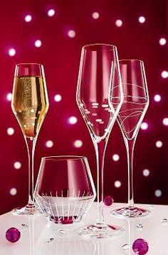 Belle et unique comme Paris, c'est l'art du Cristal d'Arques   On adore les flûtes en toutes occasions !   http://www.latabledarc.com/flute-cristal-darques-paris-by-night-22-cl.html