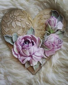 Амурчик с луком занялся работой: Ведь впереди февраль — любви рассвет. И в радость ангелу влюбить кого-то, Ведь чувства ярче на Земле и нет! Пусть Валентин закружит в вихре счастья, Взаимности, любви и светлых благ. Ведь быть любимым — это так прекрасно, Безмерно будет каждый счастью рад! Всех — с Валентином, добрым и разумным, Ведь он соединяет все сердца. Любви, и счастья, и чуть-чуть безумства, Чтоб пронести все чувства до конца…