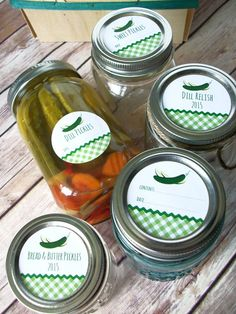 Gingham Pickle Canning Jar labels, Dill, Sweet, Bread & Butter Pickle, and Relish, round mason jar labels for fermented foods | CanningCrafts.com