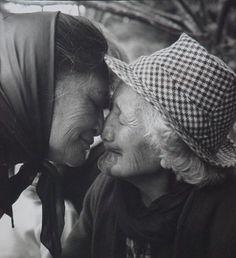 Photo of a couple of beautiful Maori kuia Turangawaewae Marae 1963 Photograph by Ans Westra Once Were Warriors, Dunedin New Zealand, Polynesian People, New Zealand Art, Nz Art, Old Portraits, Maori Art, Female Photographers, Documentary Photography