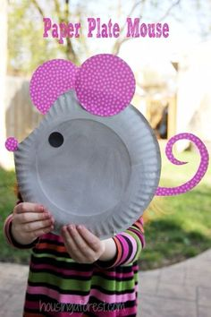 DIY Ideas for Kids To Make This Summer - Paper Plate Mouse - Fun Crafts and Cool Projects for Boys and Girls To Make at Home - Easy and Cheap Do It Yourself Project Ideas With Paint, Glue, Paper, Glitter, Chalk and Things You Can Find Around The House - Creative Arts and Crafts Ideas for Children http://diyjoy.com/diy-ideas-kids-summer #artsandcraftsforkidstodoathome #artsandcraftsforboys
