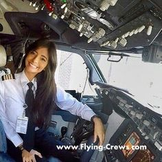 Pre Flight Pilot Training for Wanna Be an Airline Pilot Qantas Airlines, Flight Pilot, Pilot Uniform, Airplane Photography, Fire Photography, Airline Pilot, Pilot Training, Female Pilot, Air New Zealand