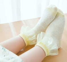 Ladies//Girls Cream Coloured With Koalas In Trees On Cotton Ankle Socks