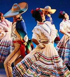 Stunning Folklorico Dancers Mexican Costume, Mexican Party, Mexican Style, Folk Costume, Halloween Costumes, Traditional Mexican Dress, Traditional Outfits, Flamenco Costume, Mexican Themed Weddings