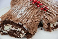Method Preheat oven to Line a swiss roll tin x x with greaseproof paper. Put the egg whites into a large clean dry bowl, add a pinch of salt. Beat until mixture is stiff and… Christmas Log Recipes, Irish Christmas, Chocolate Log Recipe, Chocolate Swiss Roll, Food Log, Yule Log, Caking It Up, Xmas Food, Christmas Chocolate