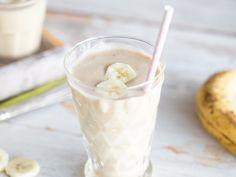 Bananen-Apfel-Smoothie mit Erdnussbutter