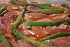 Pizza with asparagus and serrano - delicious!