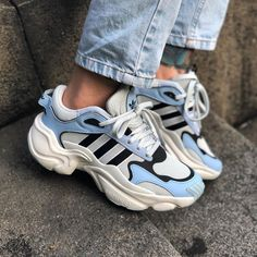 Discover recipes, home ideas, style inspiration and other ideas to try. Moda Sneakers, Sneakers Mode, Sneakers Fashion, Shoes Sneakers, Looks Hip Hop, Sneaker Outfits, Adidas Shoes Women, Aesthetic Shoes, Fresh Shoes