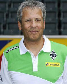 Lucien Favre, tecnico suizo que regresa al Gladbach a los primeros lugares de la liga alemana