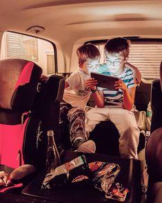 Trajet France Angleterre. Passage sous la mer. Train eurotunnel en famille. Enfants en voiture. voyage