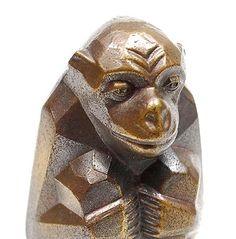 Metalen Art Deco beeldje in de vorm van gestileerde aap ontwerp toegeschreven aan Leendert Bolle 1879-1942 ca.1925