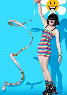 Suzywan Deluxe Unexpected Fun Rainbow Stick let your colors fly hiiiiiigh in the sky, babe! This adorable ribbon wand features a sleek rainbow striped strand that twirlz 'N swirls for all to admire~
