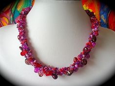 Ketten kurz - SeptemBerry Halskette aus Glasperlen gehäkelt - ein Designerstück von Kreativ-Werkstatt-Heidi-H bei DaWanda