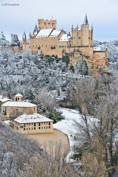 El Alcázar de Segovia Places To Travel, Travel Destinations, Places To Visit, Beautiful Buildings, Beautiful Places, Places Around The World, Around The Worlds, Places Worth Visiting, Fantasy Castle