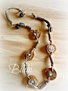 Bilibì: necklace with corks