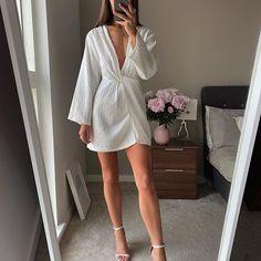 María Catalina Muñoz (@mcatam_) • Fotos y videos de Instagram Mode Outfits, Dress Outfits, Fashion Dresses, Elegant Dresses, Cute Dresses, Classy Outfits, Casual Outfits, Style Année 80, Dress Skirt