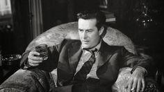 """THE LOST WEEKEND - FARRAPO HUMANO Um filme de Billy Wilder Estados Unidos, 1945. Grande legado de Billy Wilder ao realismo hollywoodiano, """"Farrapo Humano"""" acompanha a vida de um escritor capaz de tudo para conseguir um trago. É doloroso, mas um filme de importância capital, um dos melhores já realizados sobre a degradação do alcoolismo ou qualquer outra forma de vício. Destaque para o desempenho de Ray Milland como protagonista. - Fotolog"""