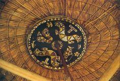 A maruana, roda-de-teto com pinturas que representam lagartas sobrenaturais, está presente em todas casas Wayana. Desenho de Yeyé.