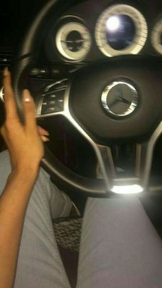 Girls Driving, Night Driving, Creative Instagram Stories, Instagram Story Ideas, Bmw Girl, Luxury Lifestyle Women, Mercedes Car, Applis Photo, Fake Girls