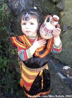 Petite fille avec robe kabyle