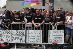 This is a picture of Chicago Christians who showed up at a gay pride parade to apologize for homophobia in the Church