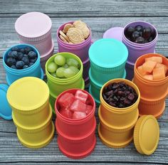 My Squeeze reusable food pouch is microwavable, dishwasher safe and easy to fill with homemade baby food or yogurt. Pouch Reset, Breastfeeding Accessories, Snack Containers, School Bags For Kids, Baby Eating, Toddler Snacks, Bottle Bag, Toddler Learning, Baby Bottles