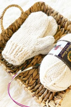 This easy mittens knitting pattern is an excellent project for anyone who is learning how to knit in the round using the magic loop technique.You need one skein of super bulky yarn to make the mittens. Easy Knitting Projects, Easy Knitting Patterns, Knitting For Beginners, Knitting Stitches, Free Knitting, Crochet Patterns, Start Knitting, Stitch Patterns, Kids Knitting