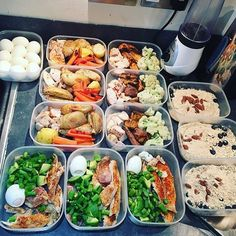 This is 3 days of meal prep for @b1gd4n to meet his goals of bulking up - he has tons of veggies, chicken breast, fish, hard boiled eggs, sweet potato, and more! - Prepare your meals around what works best for your schedule -
