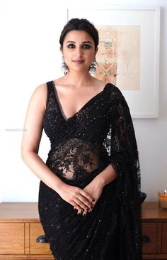 Want to get that stylish look in Saree. Take a look at these stunning and trending blouse designs photos for ultimate style. Sonakshi Sinha, Shilpa Shetty, Madhuri Dixit, Indian Beauty Saree, Indian Sarees, Indian Dresses, Indian Outfits, Farewell Sarees, Indische Sarees