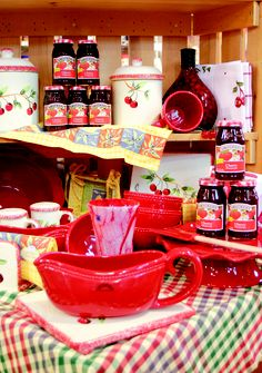 It's an American tradition. Who doesn't want to take home some Smucker's from The J.M. Smucker Company in Orrville? More info available from the Wayne County CVB! CLICK HERE to learn more about the Wayne County CVB at www.OACountry.com! #Smuckers #Orrville #Ohio #Jelly #Amish #Jam