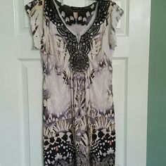 Pretty APT 9 summer dress Super comfortable summer dress with sparkles on the front. Apt. 9 Dresses Midi