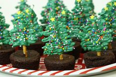 Simple & Easy Chocolate Pretzel Christmas Tree Brownies is part of Christmas dessert Pretzels - We've all been there You need to bring a dessert to a Holiday function and you're lacking time, or general baking skills Don't fret! Easy Christmas Treats, Christmas Brunch, Christmas Cooking, Christmas Goodies, Holiday Treats, Holiday Recipes, Simple Christmas, Christmas Recipes, Chocolate Tree