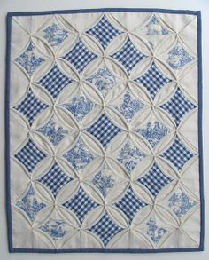 Miriam's Sewing Studio: A rainy thursday....--Blue/white cathedral window