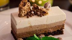 Descubre cómo hacer la receta de Tarta fácil de tres chocolates casera. Una receta muy fácil y sencilla de un postre y dulce exquisito