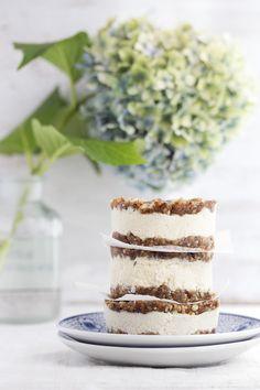 Raw Cheesecake Sandwiches (raw, vegan)