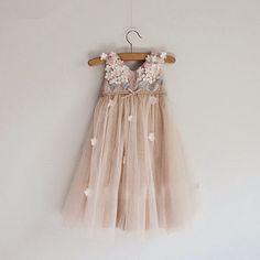 Taupe Blush Tüll Kleid Blumenmädchen Kleid mit 3D von SilkFairies