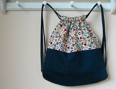 backpacker tote (tutorial: http://mamaurchin.com/pats-tuts-and-how-tos/how-to-sew-a-string-backpack/)