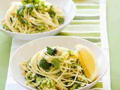 Pasta mit Zucchini und Schafskäse | http://eatsmarter.de/rezepte/pasta-mit-zucchini-und-schafskaese