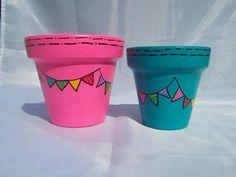 MACETAS PINTADAS A MANO, Painted Plant Pots, Painted Flower Pots, Painted Cups, Terracotta Paint, Terracotta Pots, Clay Pot Crafts, Posca, Plantation, Hand Painted Ceramics