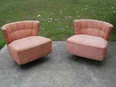 I need these pink mid-century swivel chairs for my bedroom!