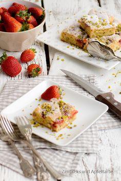 White Chocolate-Blondies mit Erdbeeren und Pistazien.... Was kann es im Frühling Schöneres geben, als diese Kombination???