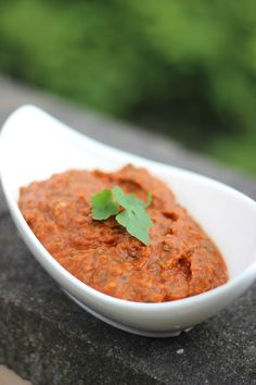 Viele von uns kennen die türkischen Vorspeisen, sei es bei einem Besuch im Restaurant oder auf Hochzeiten. Meze - kleine Gerichte, die zu ...