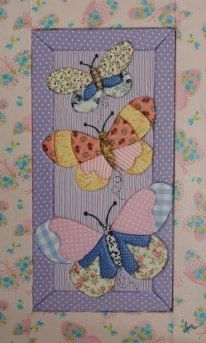 like the extra detail for butterflies. also like not just one in a block. Applique Patterns, Applique Quilts, Applique Designs, Machine Embroidery Designs, Quilt Patterns, Small Quilts, Mini Quilts, Baby Quilts, Fabric Art