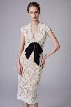 Reem Acra Resort 2018 Fashion Show Collection: See the complete Reem Acra Resort 2018 collection. Look 19 Couture Mode, Style Couture, Couture Fashion, Lace Outfit, Lace Dress, Dress Up, Fashion 2018, Fashion Dresses, Ellie Saab